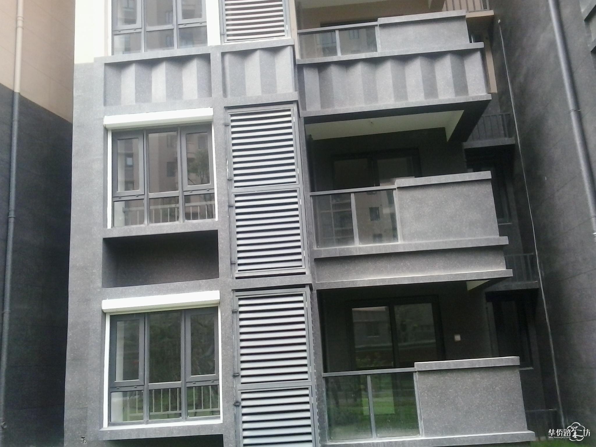 了改变了外观结构外,个人觉得飘窗下的墙体并不承重
