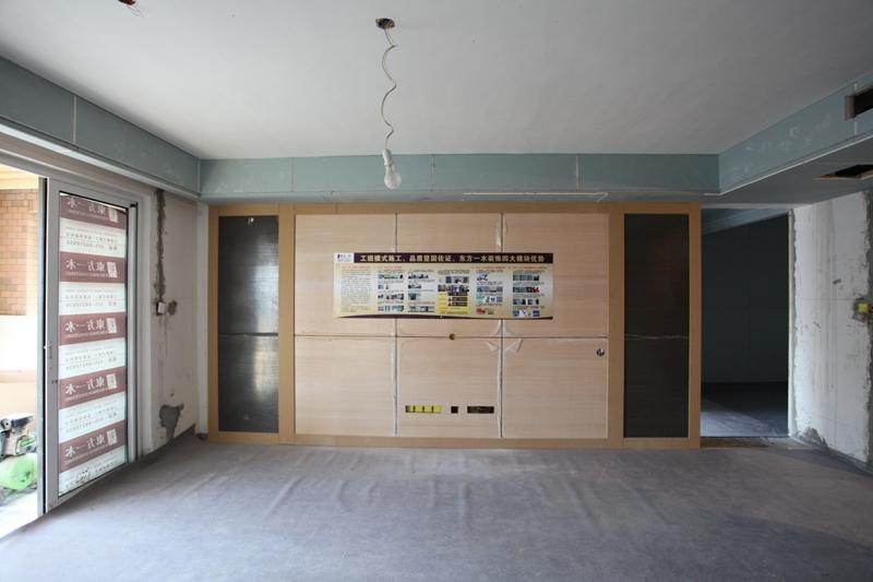木板上墙   客厅电视背景墙