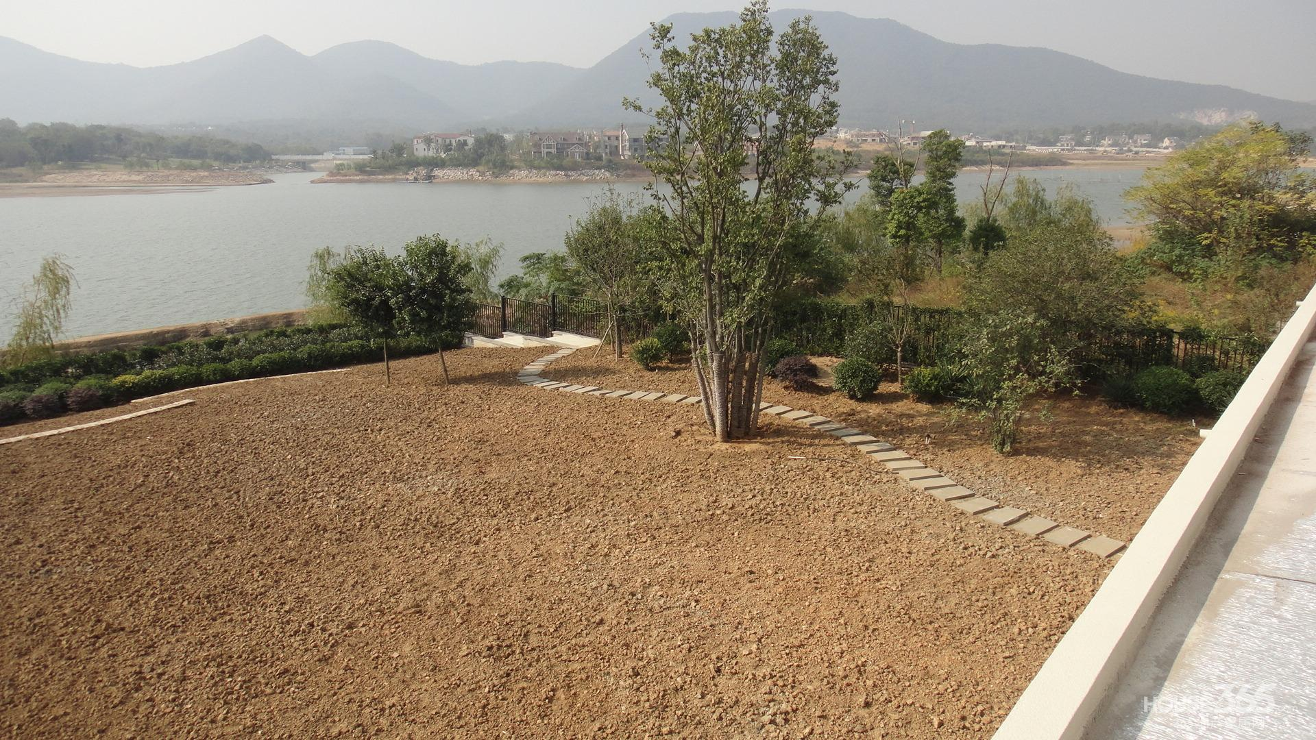 【邊城最好的獨棟別墅純湖邊超大花園一千五百平全湖