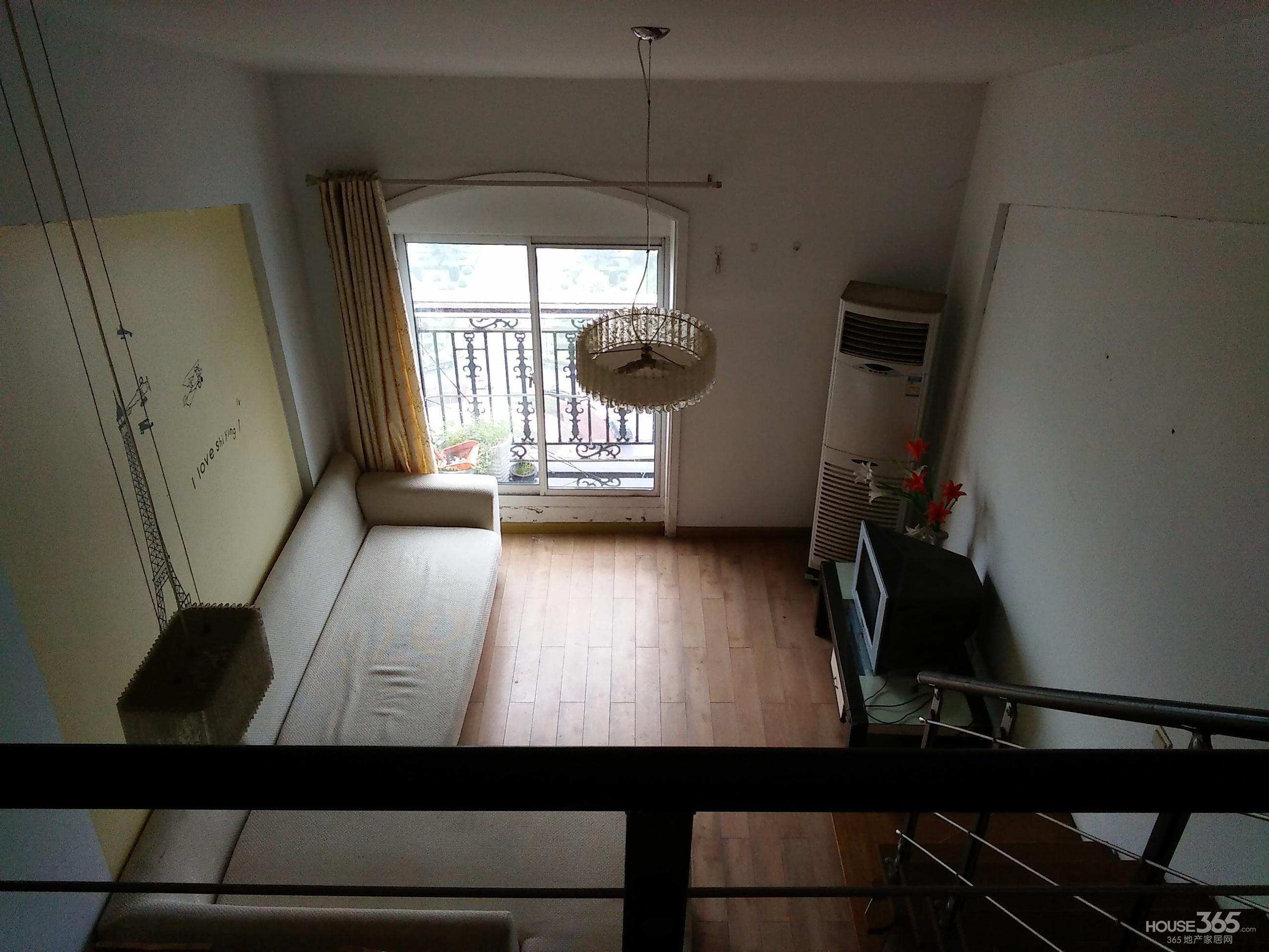 【带阁楼的单身公寓满2年景观房