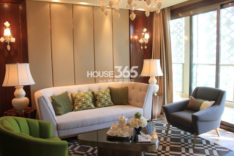 绿地华家池1号b1户型144平样板房——客厅