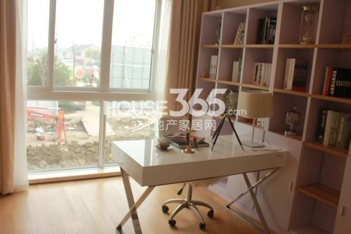 星榈湾两室两厅一卫105-111㎡样板间书房