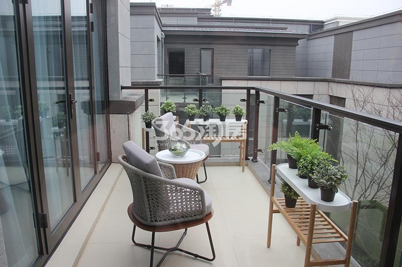 合景映月台E户型170方样板房——阳台