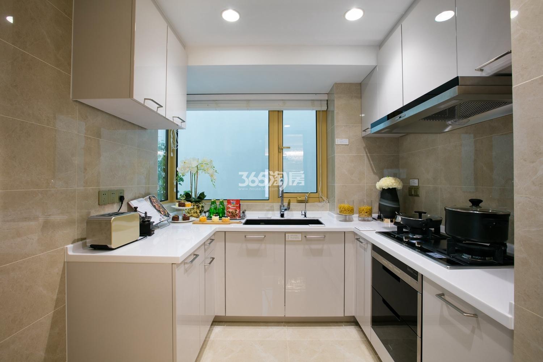 融信保利创世纪139方样板房——厨房