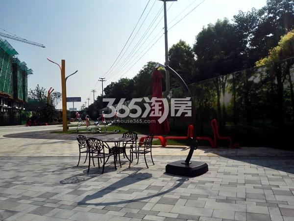 城置四期万锦城售楼处休闲区实景图(9.12)